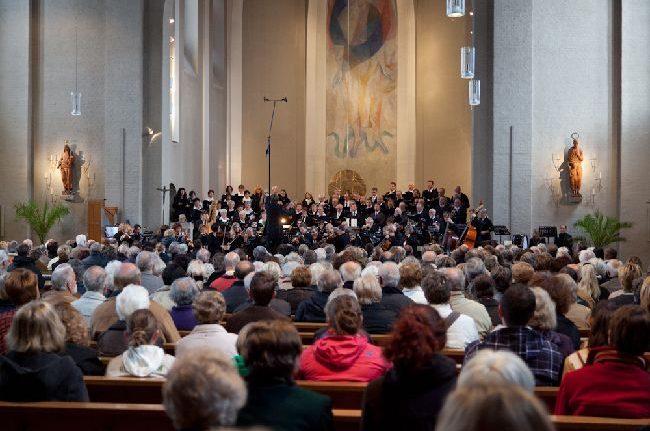 Sängerinnen und Sänger für das Chor- und Orchesterkonzert im Oktober gesucht