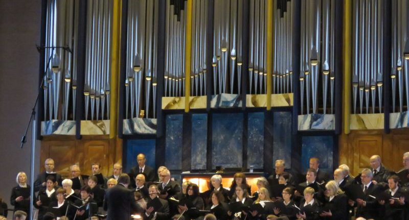 Ostern wurde nicht öffentlich gefeiert, hier Aufnahmen der Orchestermesse