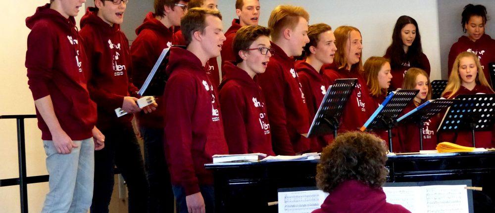 """""""Shalalala"""" – Jugendchor Schwabmünchen in einem Konzert"""