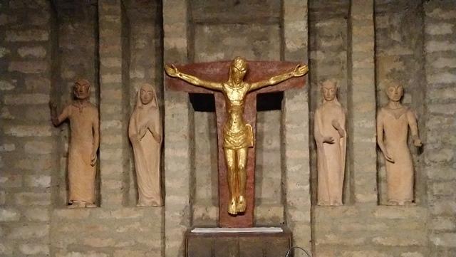 Firmlinge deuten Altarfiguren der Unterkirche St. Michael